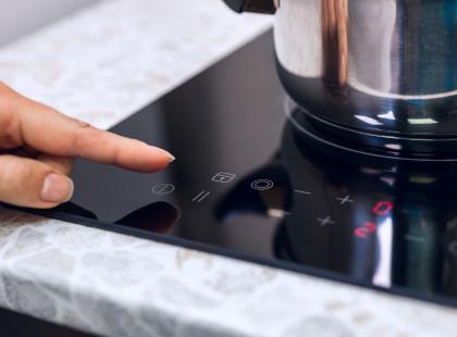Płyta indukcyjna to nowoczesna następczyni kuchenki. Sprawdź jakie ma wady i zalety i zdecyduj czy chcesz ją mieć