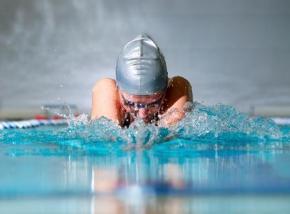 Pływanie: jak ułożyć indywidualny plan treningów?