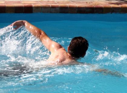 Pływanie stylem zmiennym - jak to dobrze robić?