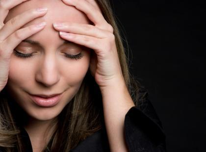 PMS - co robić, gdy przed miesiączką boli głowa?