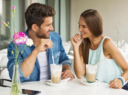 Po czym poznać kobiece i męskie oznaki zainteresowania?