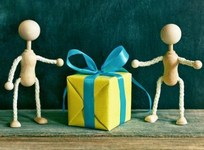 Po świątecznym szale prezentów: przekonaj się, czy nie podarowałaś komuś niechcący... klątwy!