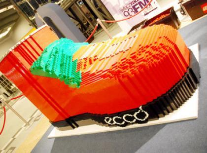 Pobito rekord świata w budowaniu największego buta z klocków!