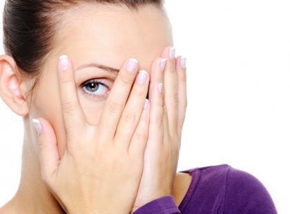 twarz, dłonie, oko, wstyd, psychologia, stres, emocje