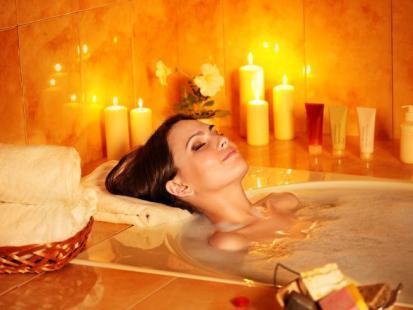 Podaruj sobie odrobinę luksusu – domowe SPA z olejkowym rytuałem
