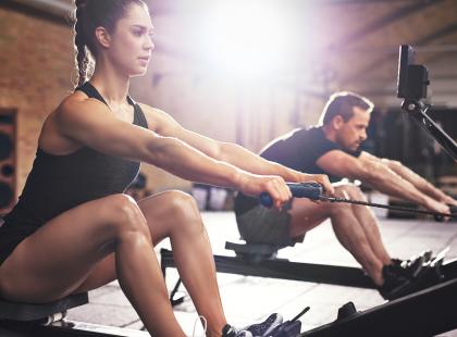 Podczas wiosłowania pracuje całe ciało! Ergometr wioślarski pozwala wzmocnić mięśnie i spalić tkankę tłuszczową