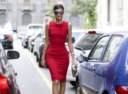 Podejrzałyśmy, jakie buty nosicie do czerwonej sukienki. Czy aby prawidłowo?
