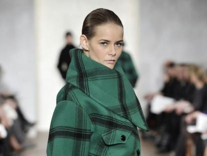 Pokochaj ubrania w kolorze ciemnej zieleni!