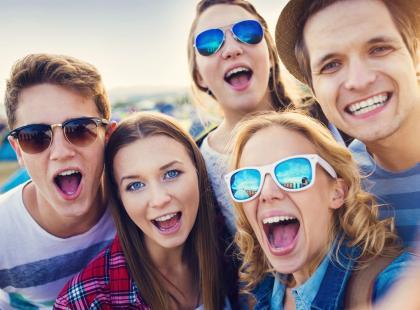 """Pokolenie """"ukośników"""". Kim są i jak radzą sobie we współczesnym świecie. Kto wie, może jesteś jednym z nich?"""