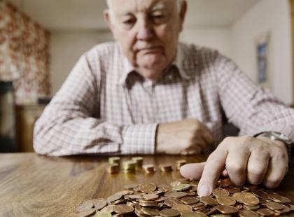 Polacy już teraz masowo chodzą do ZUS po wyliczenia, jakiej wysokości emeryturę będą dostawać. Od kiedy można składać wnioski?