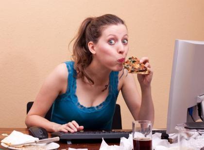 Polak zjada tylko 1 posiłek w pracy!