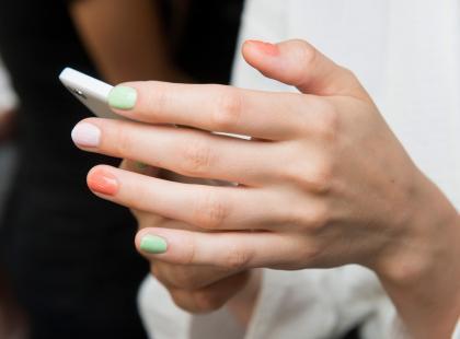 Półhybryda to trwały manicure, który nie niszczy paznokci. Na czym polega?