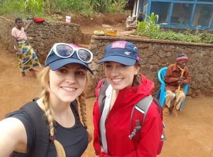 Polki zdobywają Kilimandżaro! Relacja z wyprawy. Basia i Kinga ruszyły do pierwszej bazy w górach