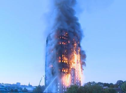 Polska rodzina poszukiwana. Kobieta wyrzuciła dziecko przez okno - dramatyczne historie z pożaru wieżowca w Londynie