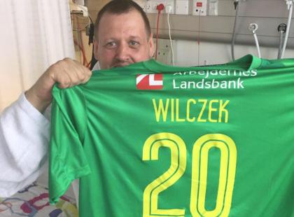 Polski piłkarz podczas meczu niechcący trafił kibica piłką w głowę i... uratował mu życie! Co za historia!