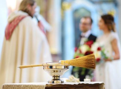 """Polskie """"co łaska"""", czyli ile naprawdę kosztuje ślub kościelny"""