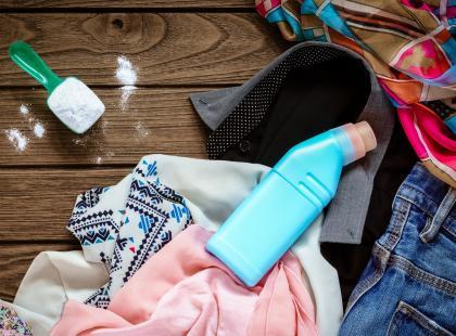 Pomysły na domowy wybielacz do tkanin. Użyj do prania 7 produktów, które na pewno masz już w swojej kuchni