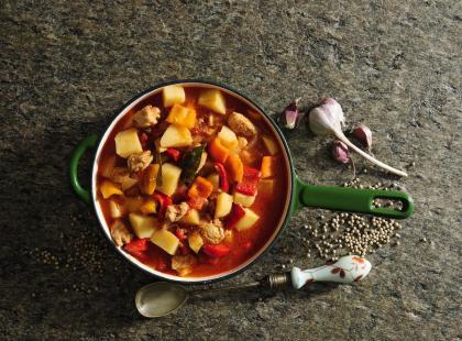 Pomysły na sycące zupy z mięsem. Sprawdź koniecznie!