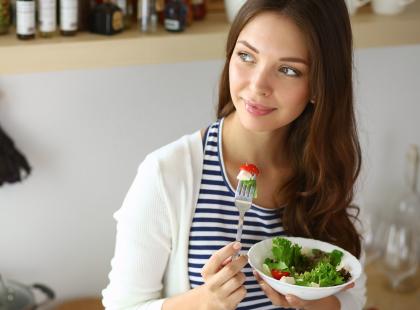 Poprawiają odporność, odmładzają i pomagają schudnąć. 8 produktów, które powinny znaleźć się na każdym talerzu