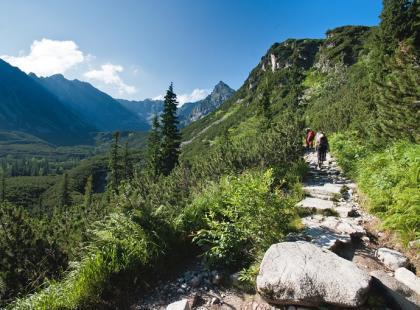 Poradnik w punktach: co wziąć na górski szlak?