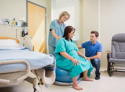 Poród rodzinny i znieczulenie – czy muszą być płatne?