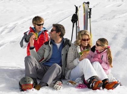 Posiłki dla narciarzy i snowboardzistów – co jeść na stoku?
