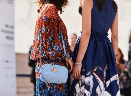 Poszukaj złotego środka w kolekcji H&M! Sukienki midi to hit ostatnich sezonów