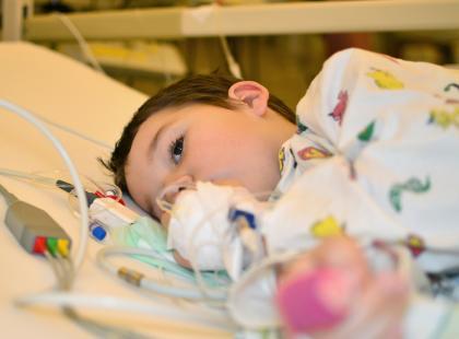 Potrzebna jest wasza pomoc! Wystarczy plastelina, lizak, kredki lub kolorowanka, aby sprawić radość chorym na raka dzieciom