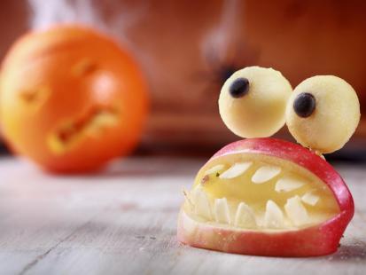Potwory z jabłek na Halloween – instrukcja