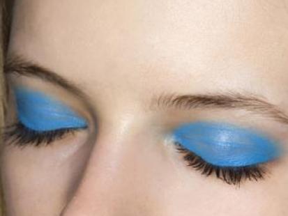 Powieki w błękitnym kolorze