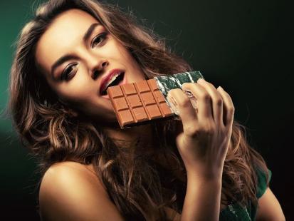 Poznaj 6 zalet jedzenia czekolady!
