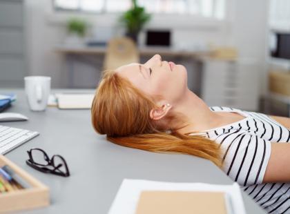 Pracujesz na nocną zmianę? Sprawdź, co zrobić, by nie przytyć!