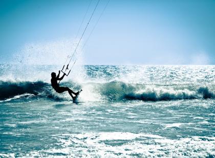 Prądy wodne w kitesurfingu – co powinieneś o nich wiedzieć?