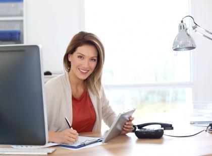 Prawidłowe oświetlenie biurka