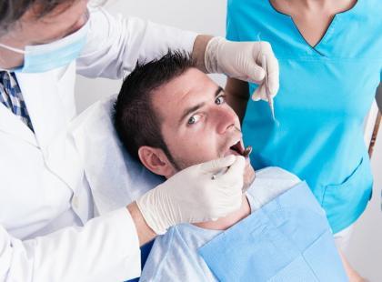 Prawie połowa mężczyzn boi się chodzić do dentysty!