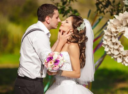 Prezenty dla pary młodej inne niż kwiaty i pieniądze