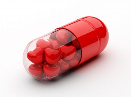 Przed czy po posiłku – kiedy przyjmować leki?