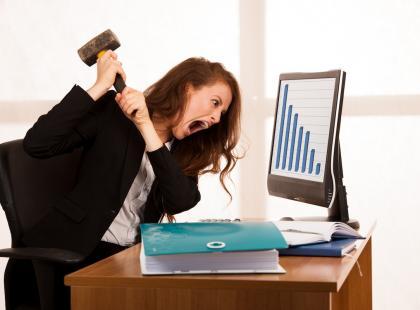 Przed miesiączką tracisz nad sobą kontrolę? Poznaj 10 różnic między PMS a jej skrajną postacią – PMDD