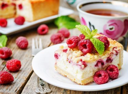 Przepisy na malinową chmurkę z sezonowych lub mrożonych owoców
