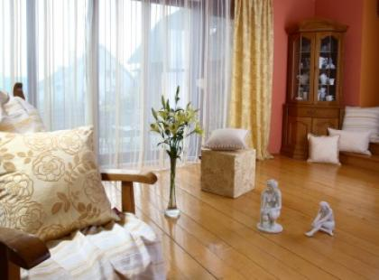 Przepych czy minimalizm w salonie?