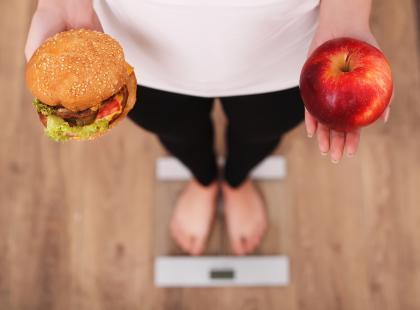 Przez tydzień jadły zdrowo i prowadziły fit styl życia. Czy schudły?