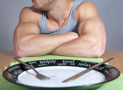 Przez żołądek do... mięśni, czyli białko w diecie na masę