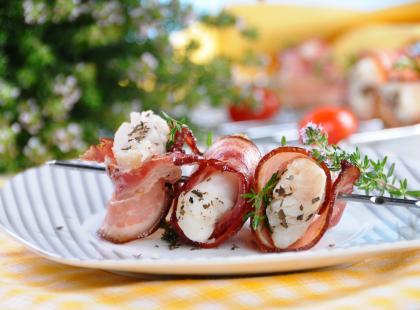 Przygotowujesz się do sezonu barbecue? Wypróbuj szaszłyki z ryby na grilla!