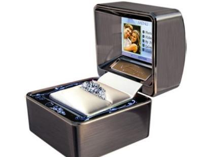 Pudełko na pierścionek z wyświetlaczem LCD