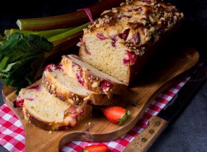 Puszyste ciasto drożdżowe z rabarbarem to hit wiosennych wypieków!