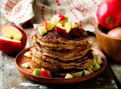 Puszyste i aromatyczne - sprawdź nasze przepisy na placki z jabłkami