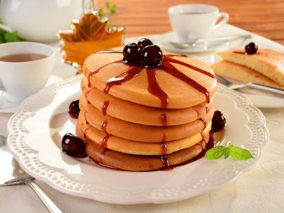 Puszyste placuszki pancakes prosto z USA: zobacz przepis na amerykańskie naleśniki!