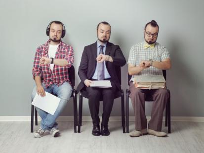 Pytanie dnia: Czy lepiej wysłać CV internetowo, czy zanieść osobiście?