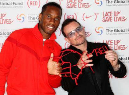 Ratuj życie sznurując buty razem z Bono i znanymi piłkarzami!
