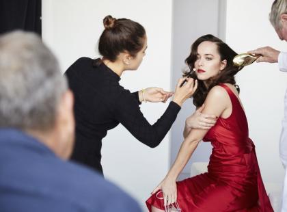 Reklama bielizny bez rozbierania modelki? Włoska marka zrealizowała piękną sesję, w której kobiecość to nie nagość